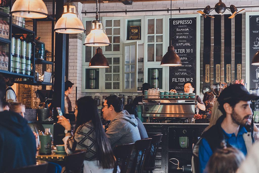 ワーホリでアルバイトするなら飲食店が最強な理由5つ【留学・ワーホリ】