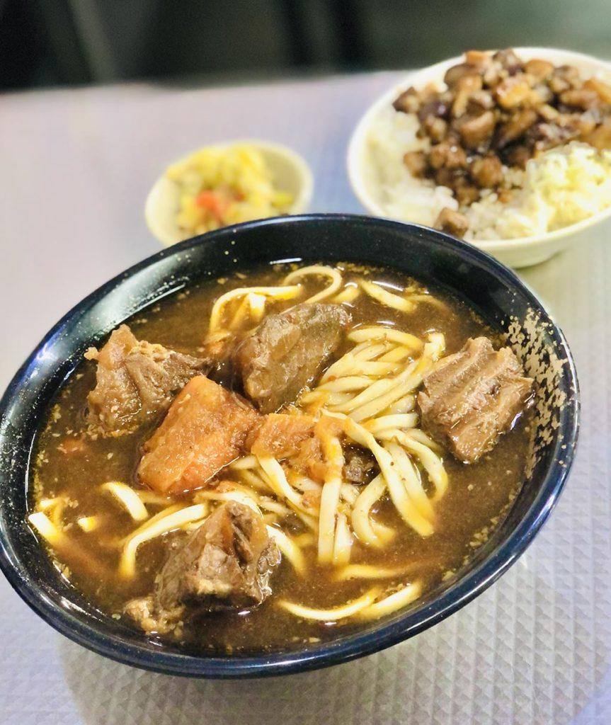 美味すぎた牛肉麺と肉燥飯