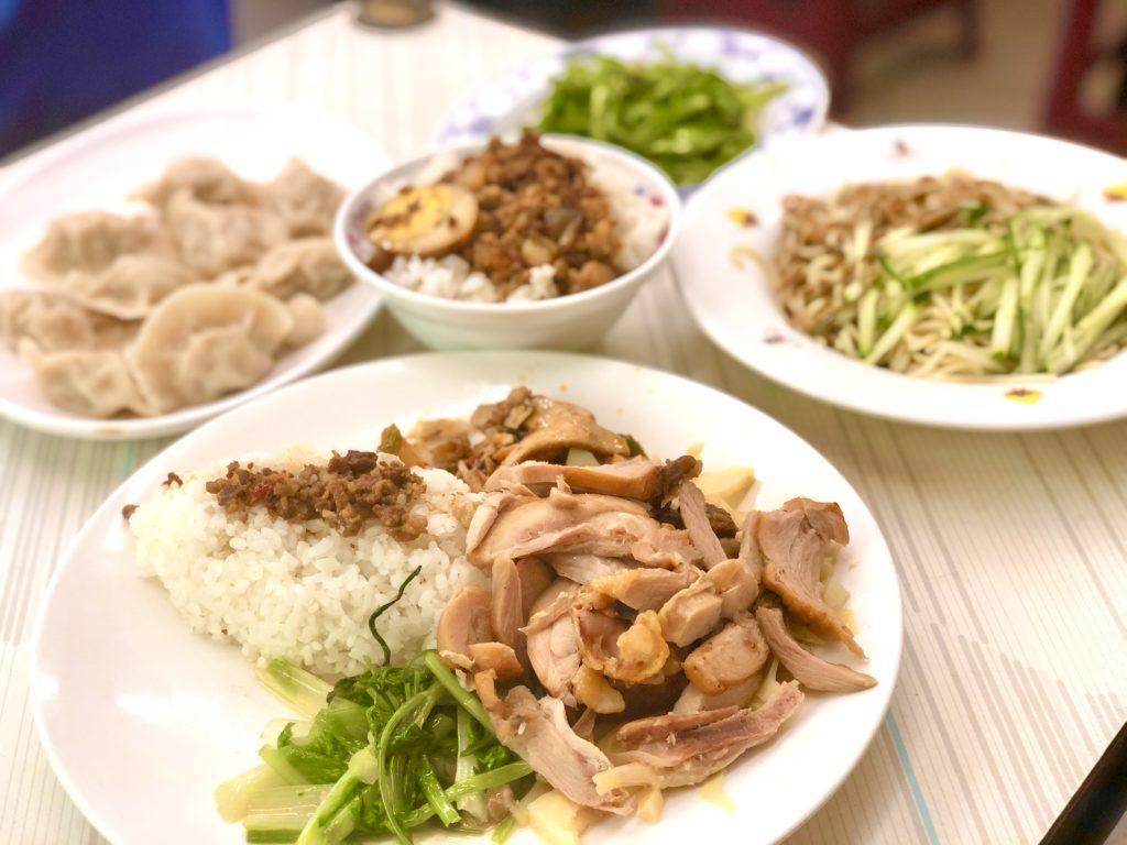 鶏肉ご飯、手作り水餃子、ひき肉ご飯、モチモチ麺、青菜
