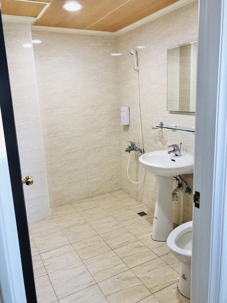AirBNBで借りたお風呂とトイレ。とてもキレイでした